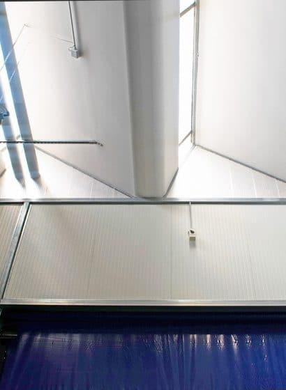 Dettaglio porta industriale