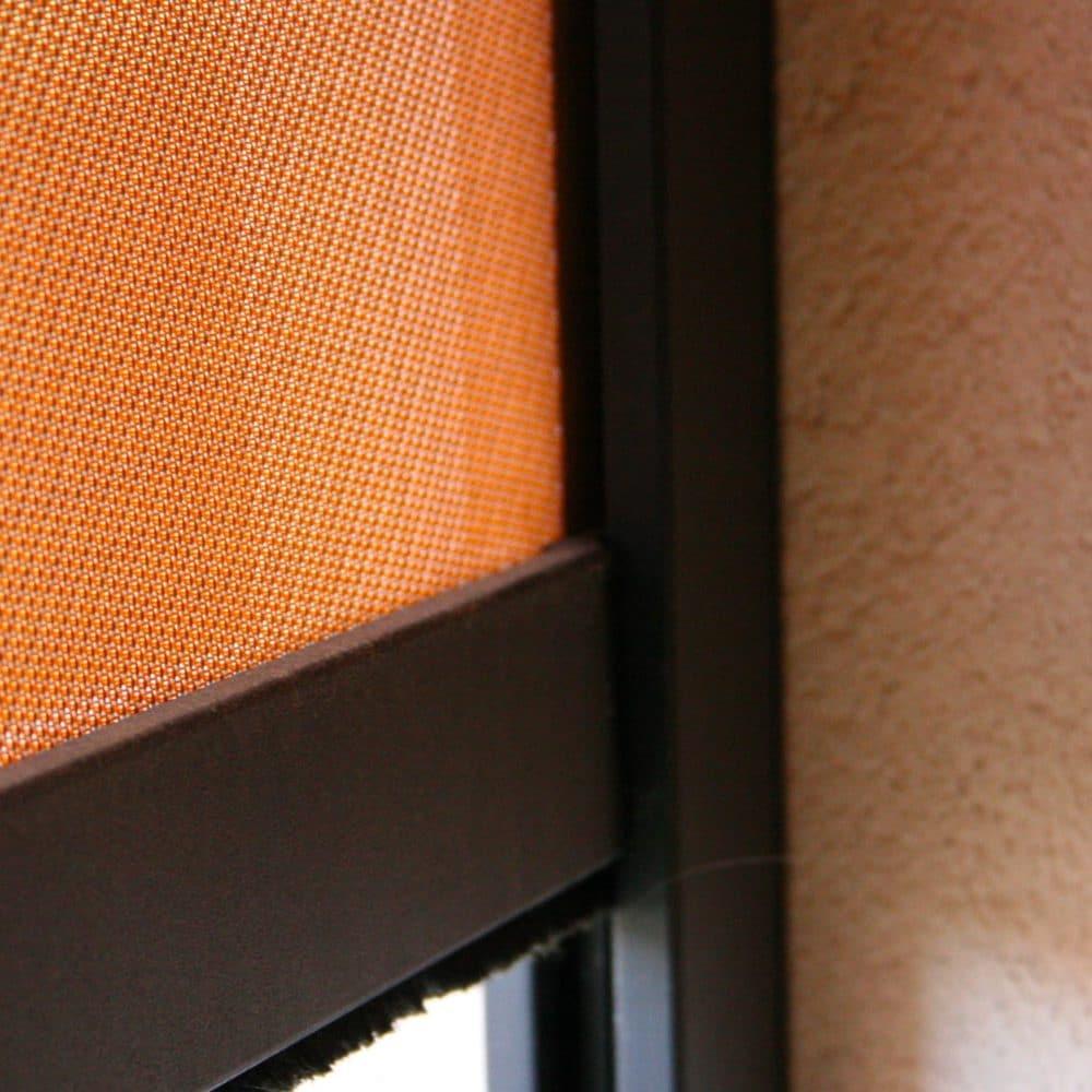 Dettaglio tenda da sole avvolgibile arancio modello Dark Zip