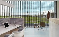 Ufficio con tende verticali