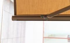 Dettaglio meccanismo tenda da sole a bracci estensibili