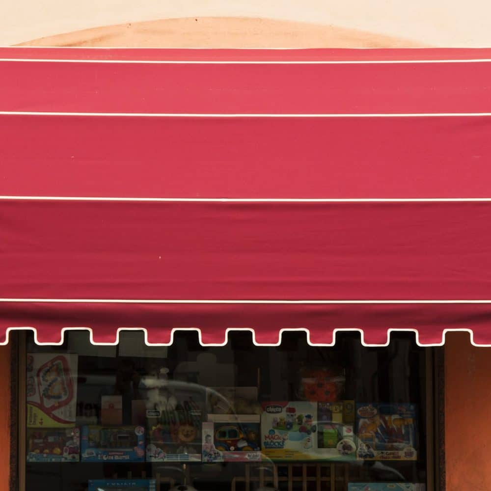 Tenda da sole a capottina rossa