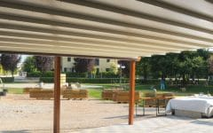 Tenda da sole a pergola bianca in PVC